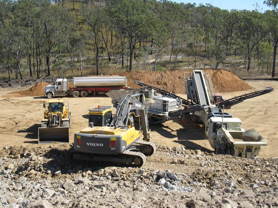 Plant hire Rockhampton region, front loader hire, truck and trailer hire, excavator hire